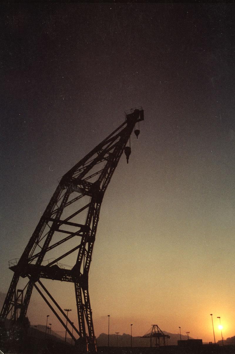 ▲ GRUAS [2004].